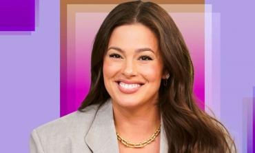 Ashley Graham is 'rocking' her twins to sleep in new video