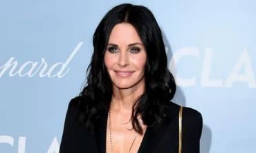 Courteney Cox marks 27 years of Friends with golden footage